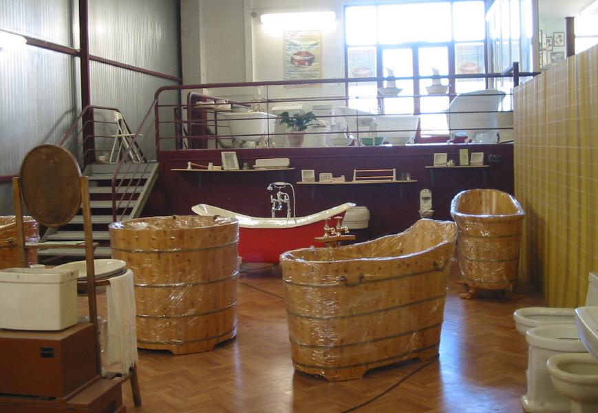 Tinas De Baño Tamanos:Varias vistas de nuestra exposición de bañeras y piezas antiguas de